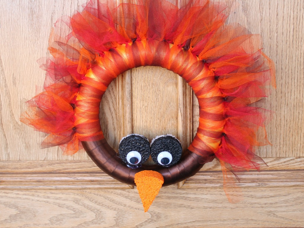 DIY Turkey Wreath // a super easy and incredibly cute wreath to adorn your front door during the month of November. How cute is this turkey, y'all?