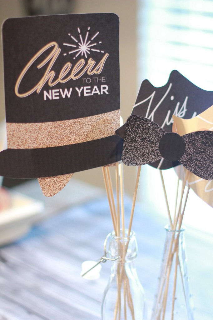 To help with your New Years festivities, these easy to use New Years Photo Props are free and fun. Perfect for a New Years Eve photo booth.