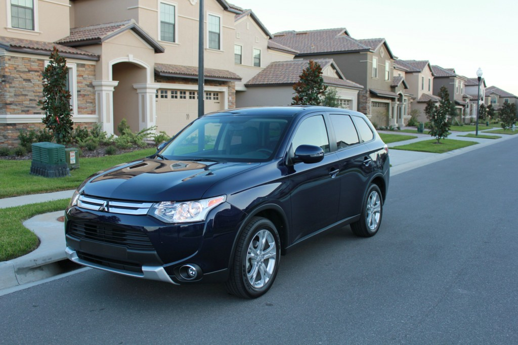 The 2015 Mitsubishi Outlander SE has enough seating for 7 passengers, which is great for my family of 5. Although fitting more than 5 may be uncomfortable.