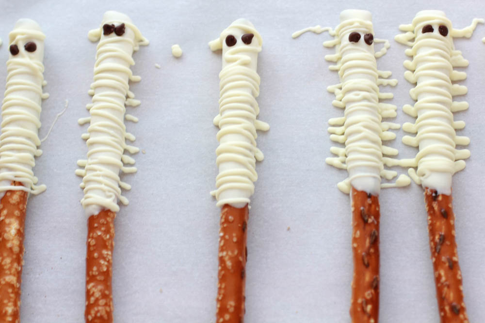 make these mummy treats for halloween parties