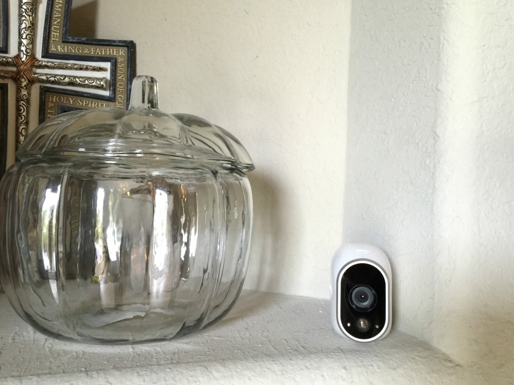 Arlo Smart Home Security Camera = see what's going on at home without actually being there! Find out how the Arlo Smart Home Security Camera can help you!