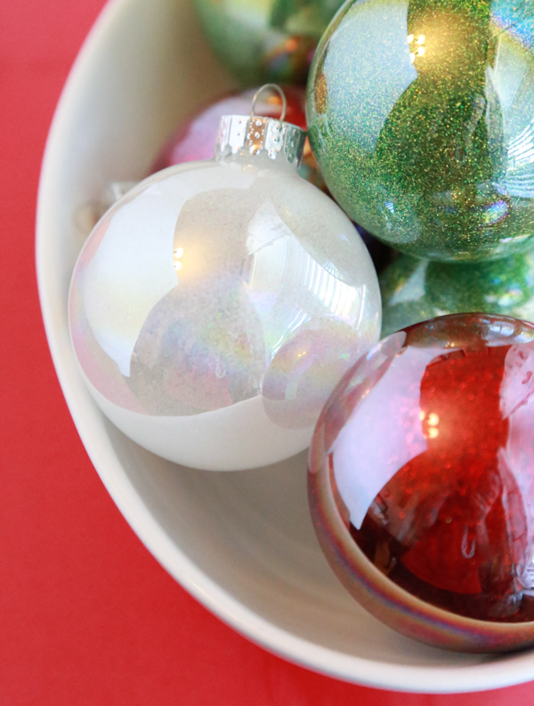 Learn how to make glittered ornaments with this easy DIY tutorial.