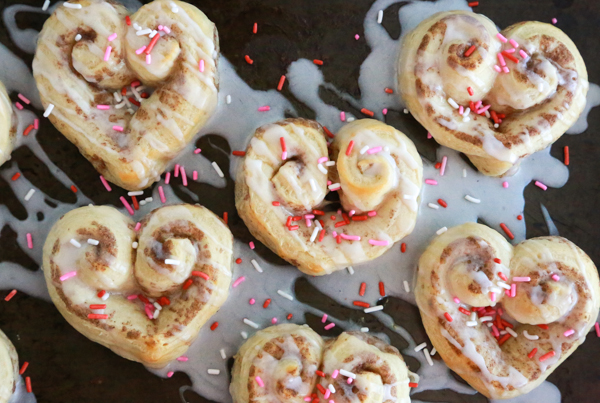 easy heart shaped cinnamon rolls
