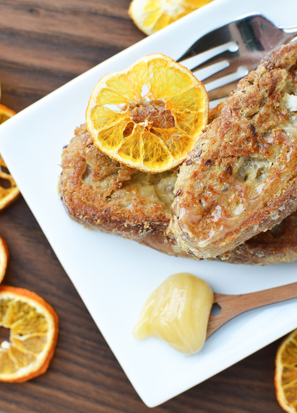 Love French Toast? Me too. Here's a vegan version of our favorite breakfast recipe / Vegan Baked French Toast.
