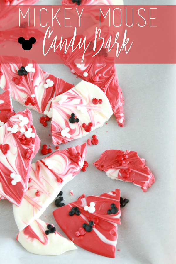 Mickey Mouse Candy Bark // All you need is 3 simple ingredients to make a delicously, awesome fun way to tell your kids they're going to Disney World.