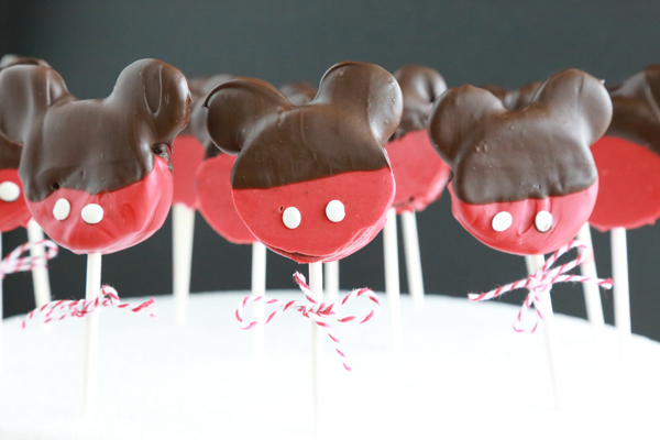 Do your kids love the magical mouse that makes dreams come true? If so, then they're sure to love these Mickey Mouse Oreo Pops!