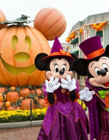 Looking to make some Halloween traditions with your family? Try these Halloween Traditions at Disneyland from the Walsh family.