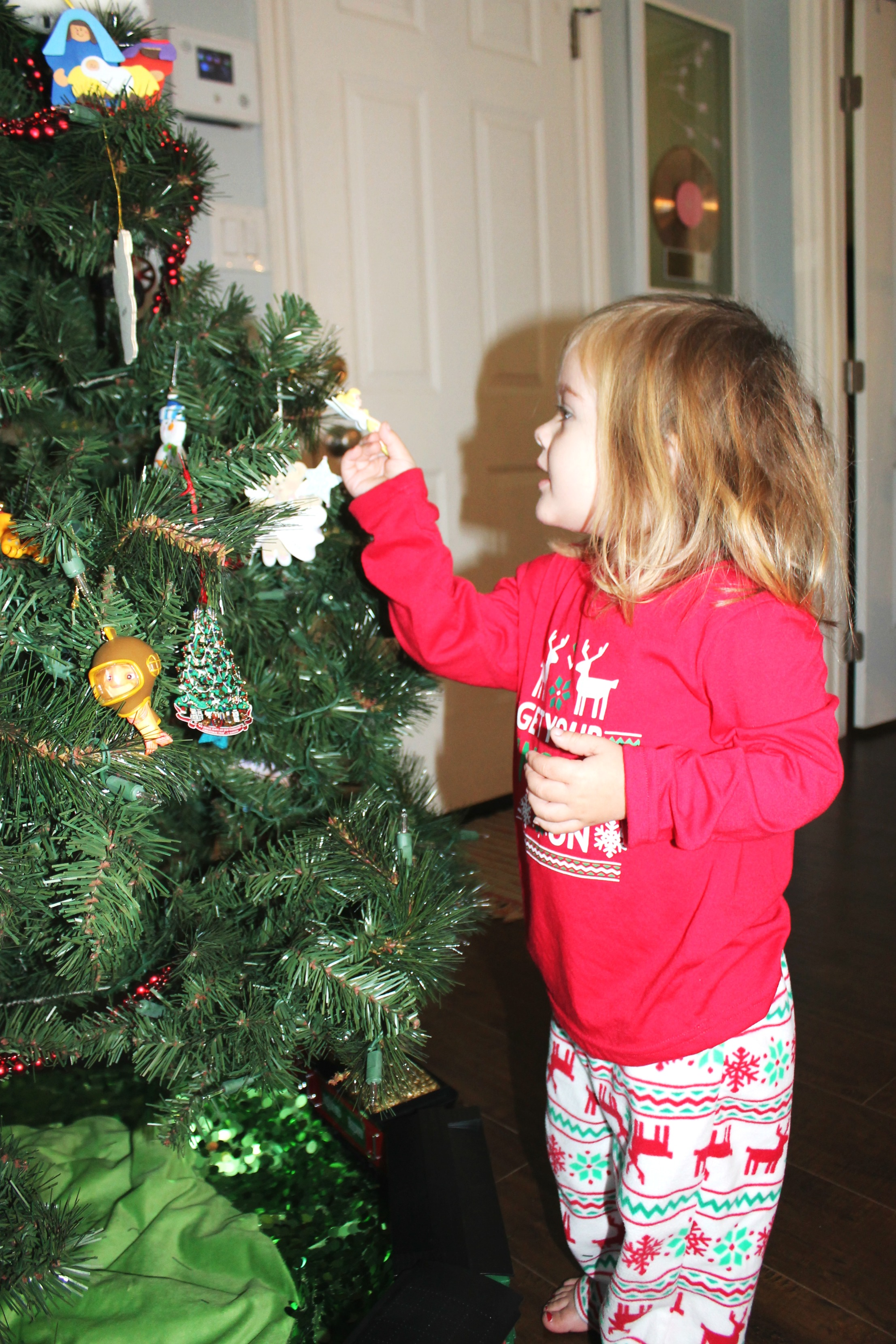 To make this holiday season fun & purposeful, we're focusing on togetherness. If you've got a toddler at home, try these 10 Advent Activities for Toddlers.