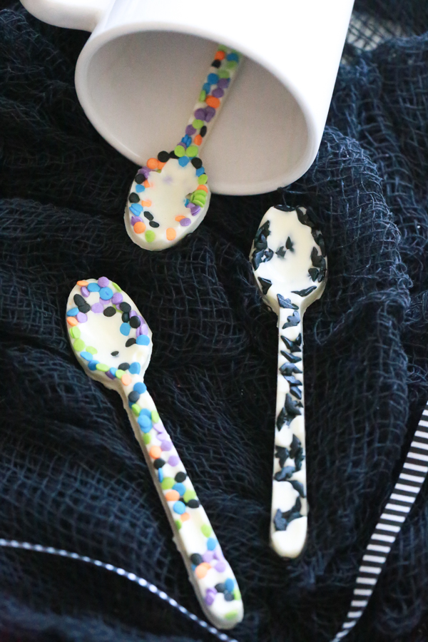 Use the Edible White Chocolate Halloween Spoons in your favorite hot drink or as a festive treat for Halloween.