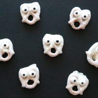 Mini Ghost Pretzels