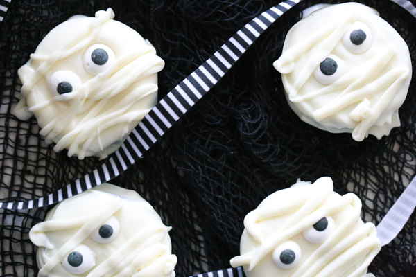If you love Oreos, you'll love these deliciously spooky Mummy Oreo Cookies that are absolutely perfect for Halloween!