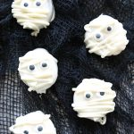 Mummy Oreo Cookies – Perfect for Halloween