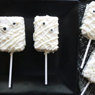 Need a cute treat to serve at your Halloween party but not a lot of time. You can make these Easy Rice Krispies Mummy Treats in 15 minutes.