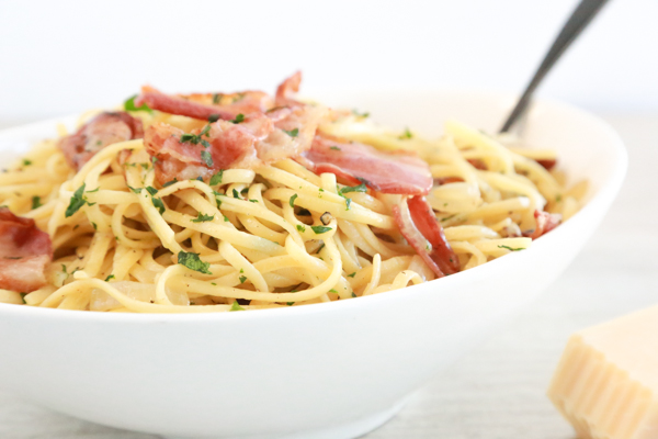 Linguine with Bacon and Parmesan is a pasta dish you can have on the table in 30 minutes! It's so easy to make and tastes delicious.