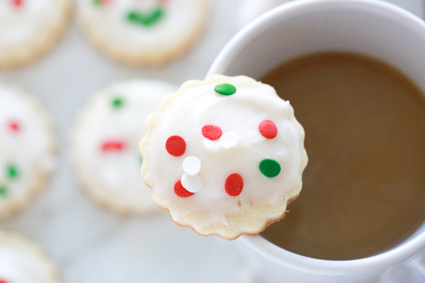 During the holidays my home is filled with sweet treats. I like baking and cooking with seasonal flavors and I love the way this Peppermint Mocha Frosting tastes on homemade sugar cookies.