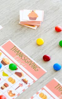 After creating my Halloween Tic Tac Toe, I thought it would be fun to start sharing more seasonal printables that you can use with your children. With the fall break coming up, Thanksgiving Bingo is a perfect way to entertain and play with your kids this holiday season.