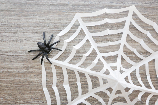 how to make paper spider webs