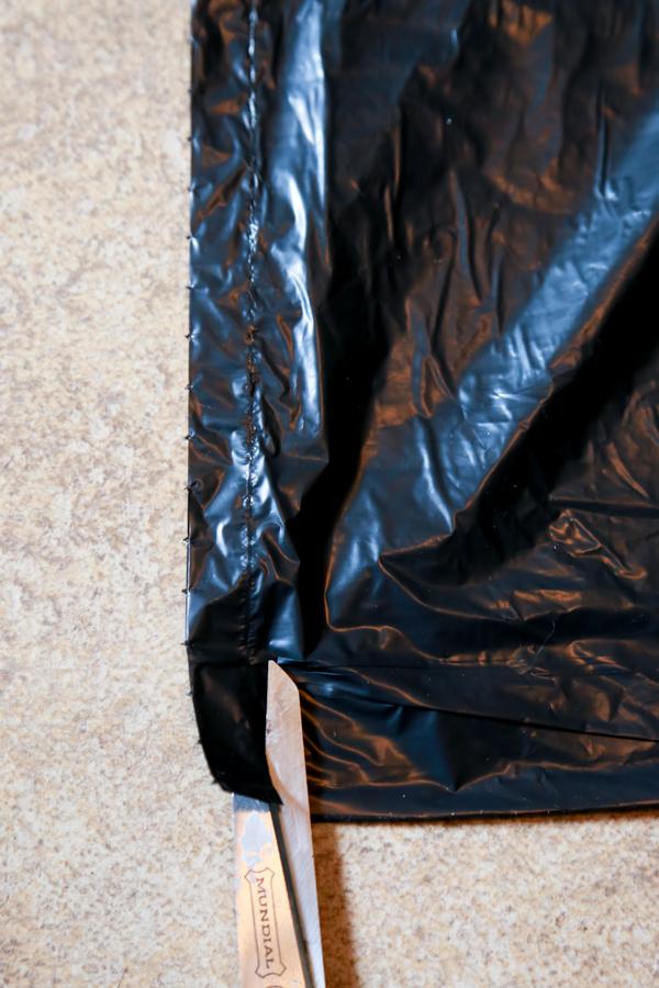 how to make garbage bag spider webs