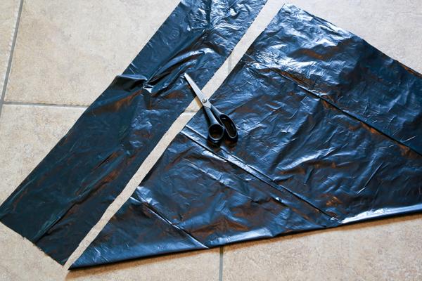 how to make trash bag spiderwebs