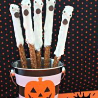 Spooky Halloween Ghost Pretzels